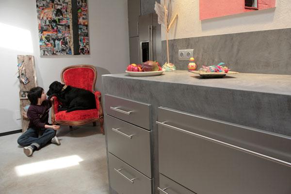 apprenez poser vous m me du b ton cir inspiration cuisine le magazine de la cuisine quip e. Black Bedroom Furniture Sets. Home Design Ideas