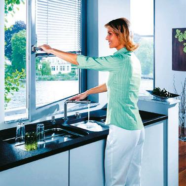 Un robinet d 39 vier qui passe sous la fen tre inspiration cuisine le magazine de la cuisine - Robinet bulthaup ...