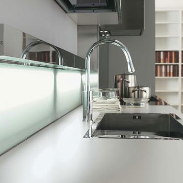 La cr dence lumineuse de luisina inspiration cuisine - Accessoires de cuisine design ...