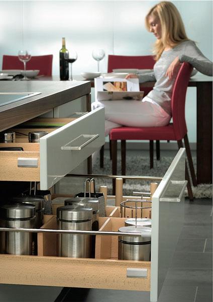 des tiroirs tout en bois pour la cuisine inspiration cuisine. Black Bedroom Furniture Sets. Home Design Ideas