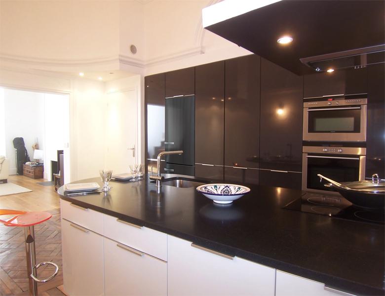 changer de place la cuisine dans un appartement inspiration cuisine. Black Bedroom Furniture Sets. Home Design Ideas