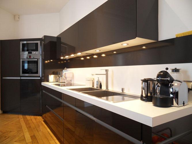 Une cuisine ouverte et fonctionnelle inspiration cuisine for Disposition cuisine