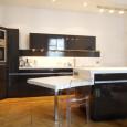 Une cuisine ouverte et fonctionnelle