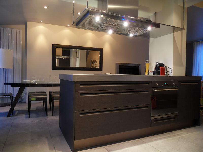 Une cuisine aux contraintes ma tris es inspiration for Extractor de cocina de pared