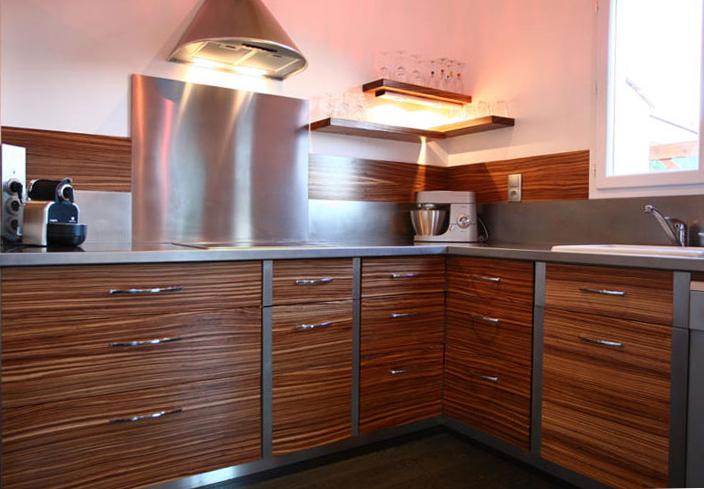 Invitation au voyage des cuisines exotiques for Table cuisine bois exotique
