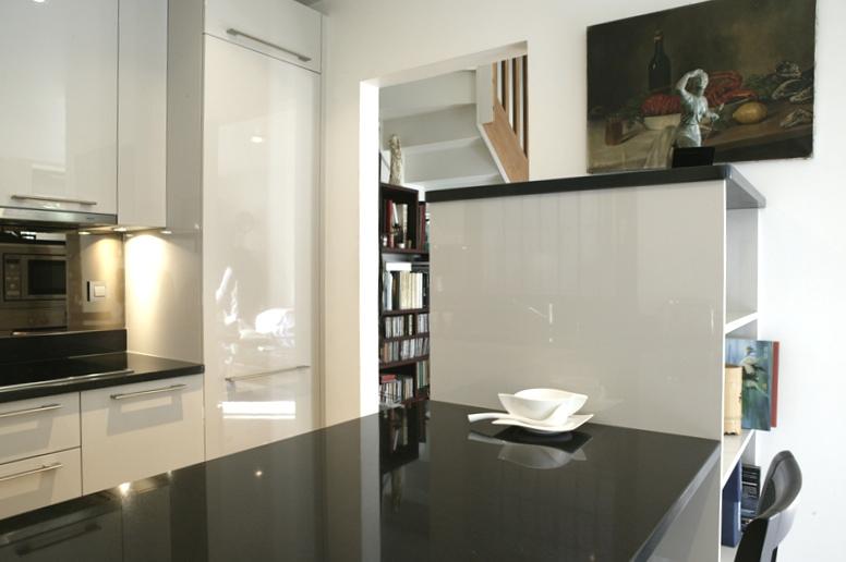 Cuisine extra laqué de Veneta Cucine. Cuisine conçue et réalisée par Nella Cucina