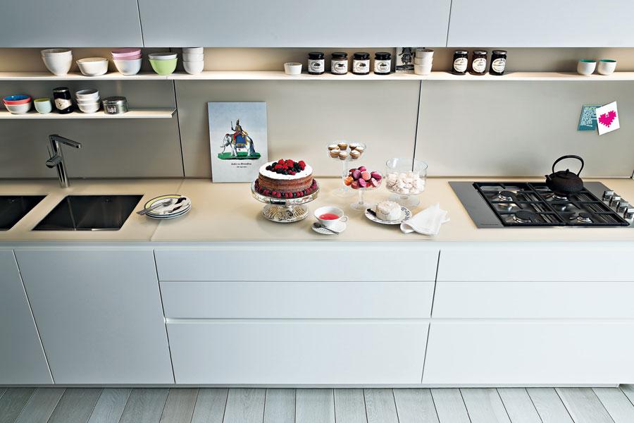 Une cuisine quip e pleine de fra cheur inspiration for Marque de cuisine haut de gamme