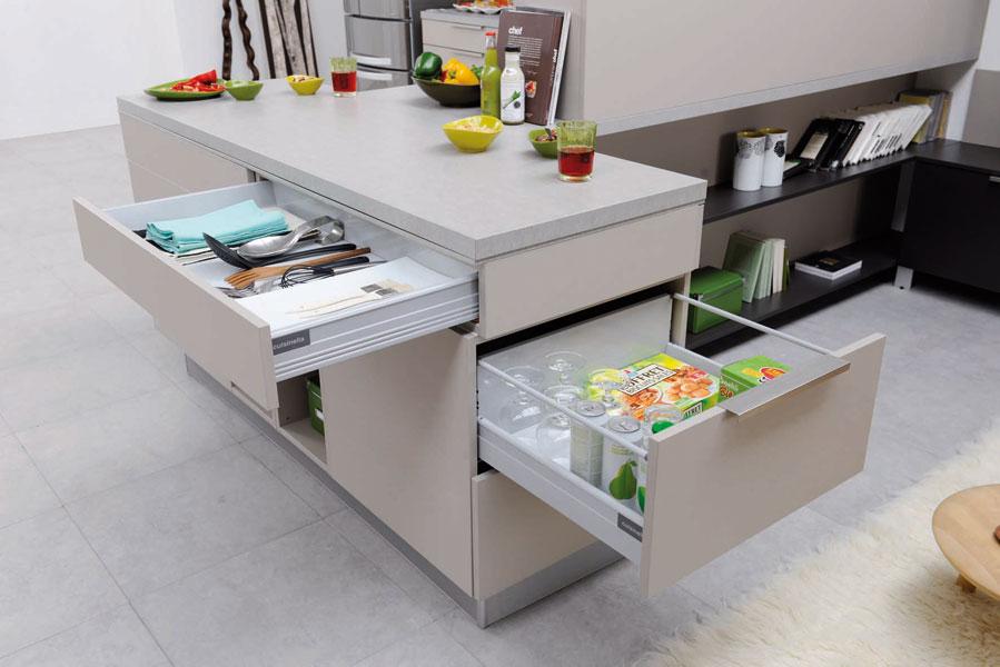 des cuisines aux rangements astucieux inspiration cuisine. Black Bedroom Furniture Sets. Home Design Ideas