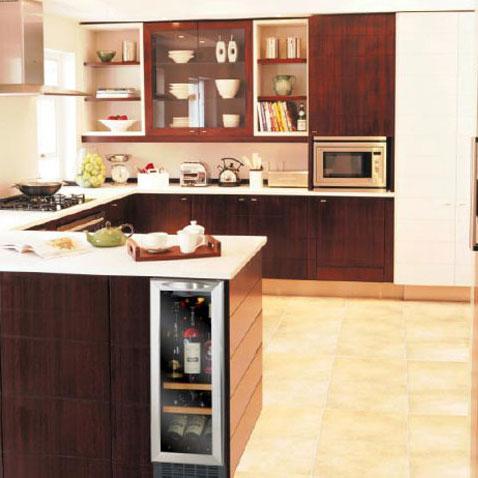 des caves vin pour petites cuisines inspiration cuisine. Black Bedroom Furniture Sets. Home Design Ideas