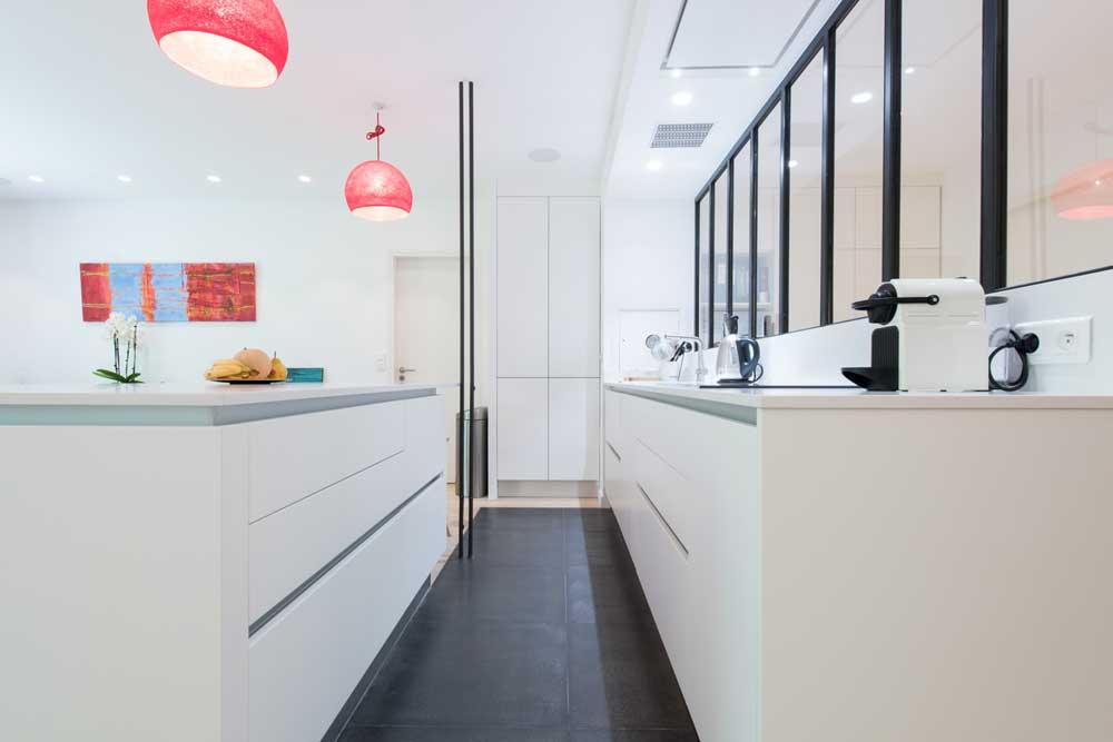 Une Cuisine Blanche De Style Industriel Inspiration Cuisine - La cuisine dans le bain