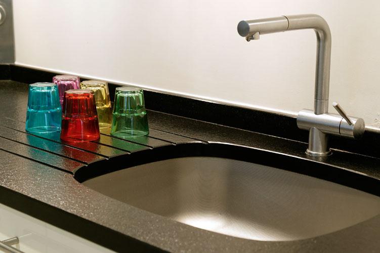 Cuisine conçue et réalisée par La Maison Teissa- granit-plan de travail
